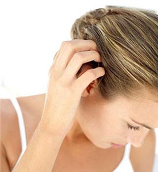 Почему чешется кожа головы?